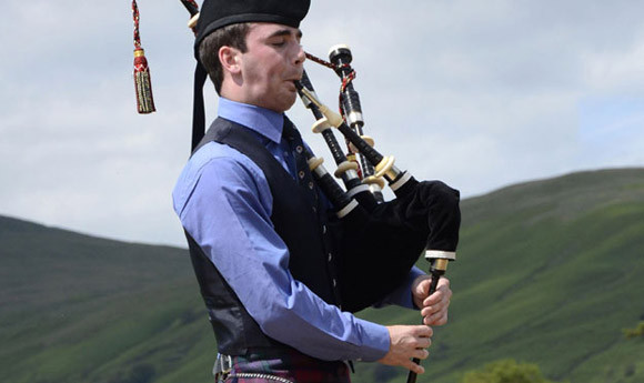 Swann calls on schools to provide piping lessons