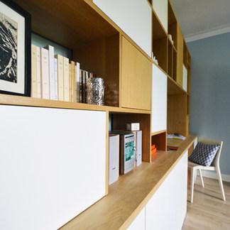 Bibliothèque et son bureau