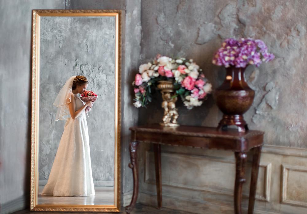 Невеста с свадебным букетом