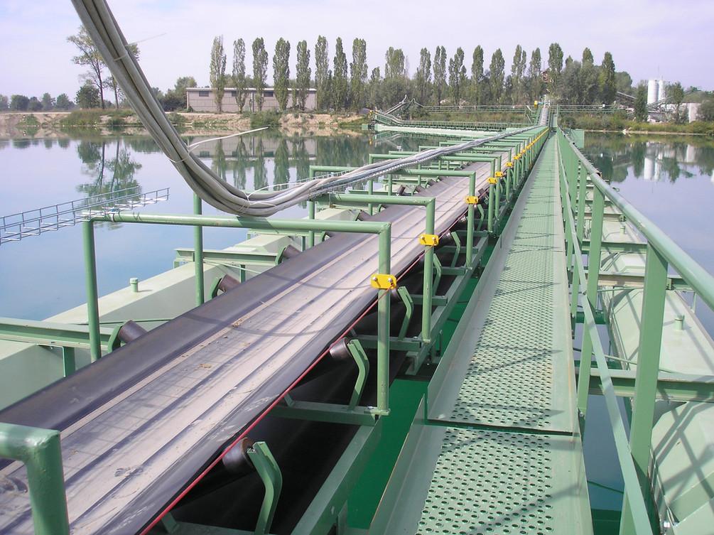 nastro trasportatore galleggiante ideale per trasportare materiale da una draga di escavazione subacquea fino alla riva di un bacino idrico
