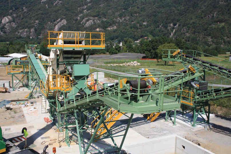 impianto fisso di frantumazione, selezione e lavaggio inerti smarino di gallerie - luogo di installazione: Svizzera