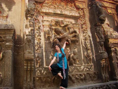 שיבה עם עשר ידיים במקדש בדרום הודו