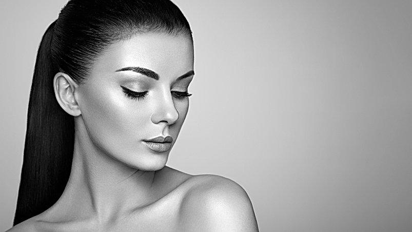 beautiful-woman-face-QNBCU29.jpg