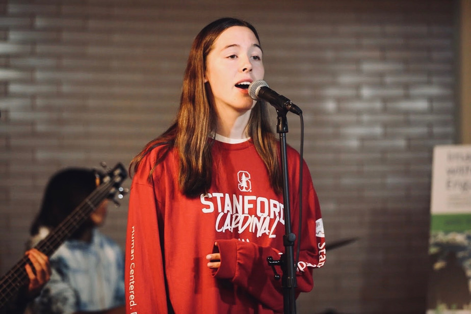 maddy singing at the stanford coffee house