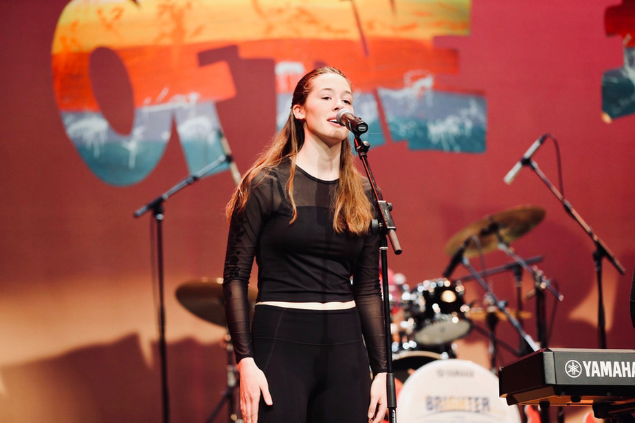 maddy at the 2020 jcc battle of the bands
