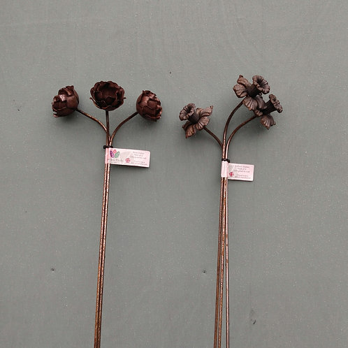 Plant stakes x3. Daffodil or rose. 1M.
