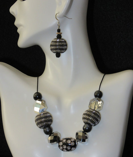 Silver black round necklace