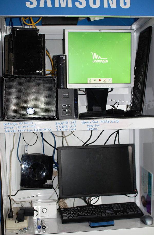 02_ServerRack.jpg