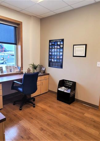 Business Center / Flight Planning Room