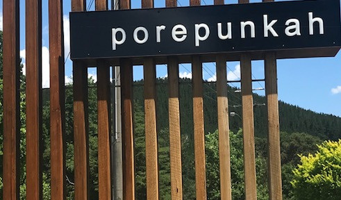 Porepunkah Town Sign