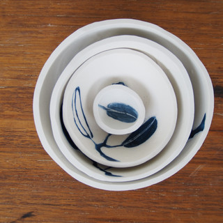 Whole set with 'tiny bowl' in centre