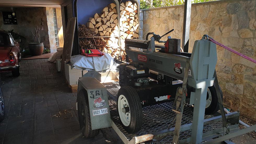 Log Splitter (28-Tonne)
