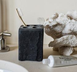 black_toothbrush_holder_pp_2.jpg