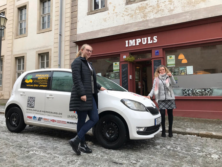Einkaufsservice erhält Fahrzeug aus Spendengeldern