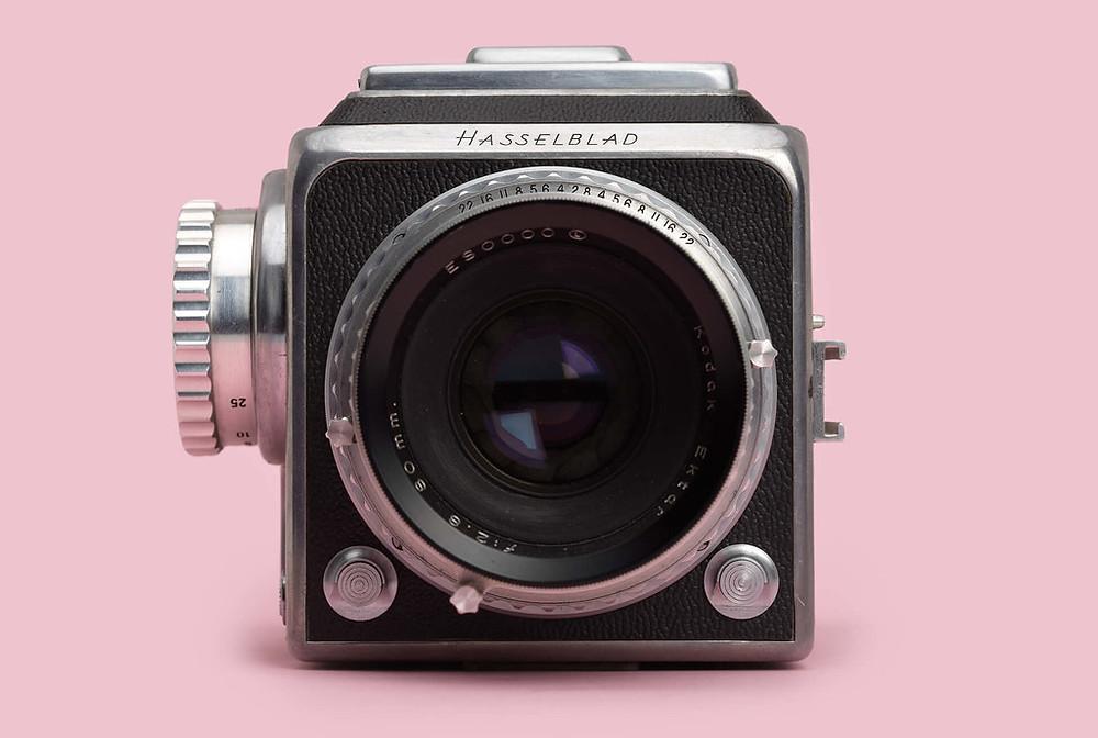 La 1600F, la prima fotocamera Hasselblad per uso civile