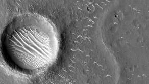 La sonda cinese Tianwen-1 ci manda queste bellissime immagini del pianeta rosso, Marte.