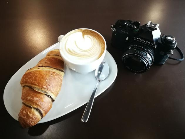 3698b155b08c7c Che pensereste però se vi dicessi che è possibile acquistare una reflex  full frame (a pellicola) che ha gli stessi ingombri di una Leica M, ...