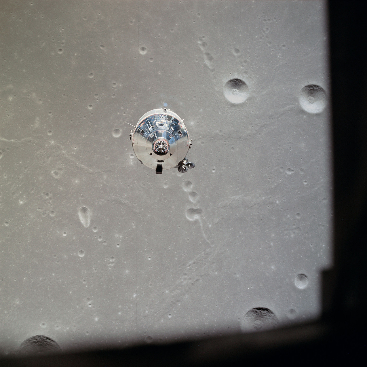 Apollo_11_CSM_photographed_from_Lunar_Mo