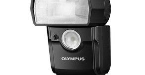 Olympus annuncia il flash FL-700WR resistente agli agenti atmosferici