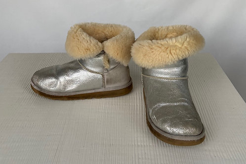 UGG Winter Boots, size US 6