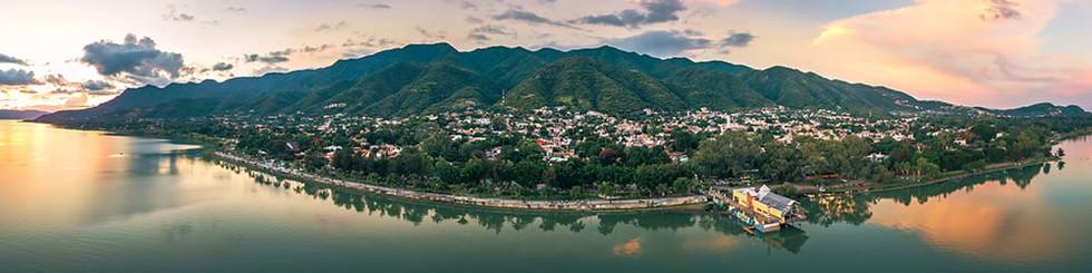 Ajiji_Malecon_Panorama.jpg