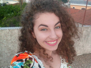 """Entrevista: Júlia de Oliveira, autora do livro """"Como Folhas Secas"""""""