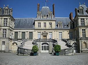 1200px-Fontainebleau_Castle_(2735351636)