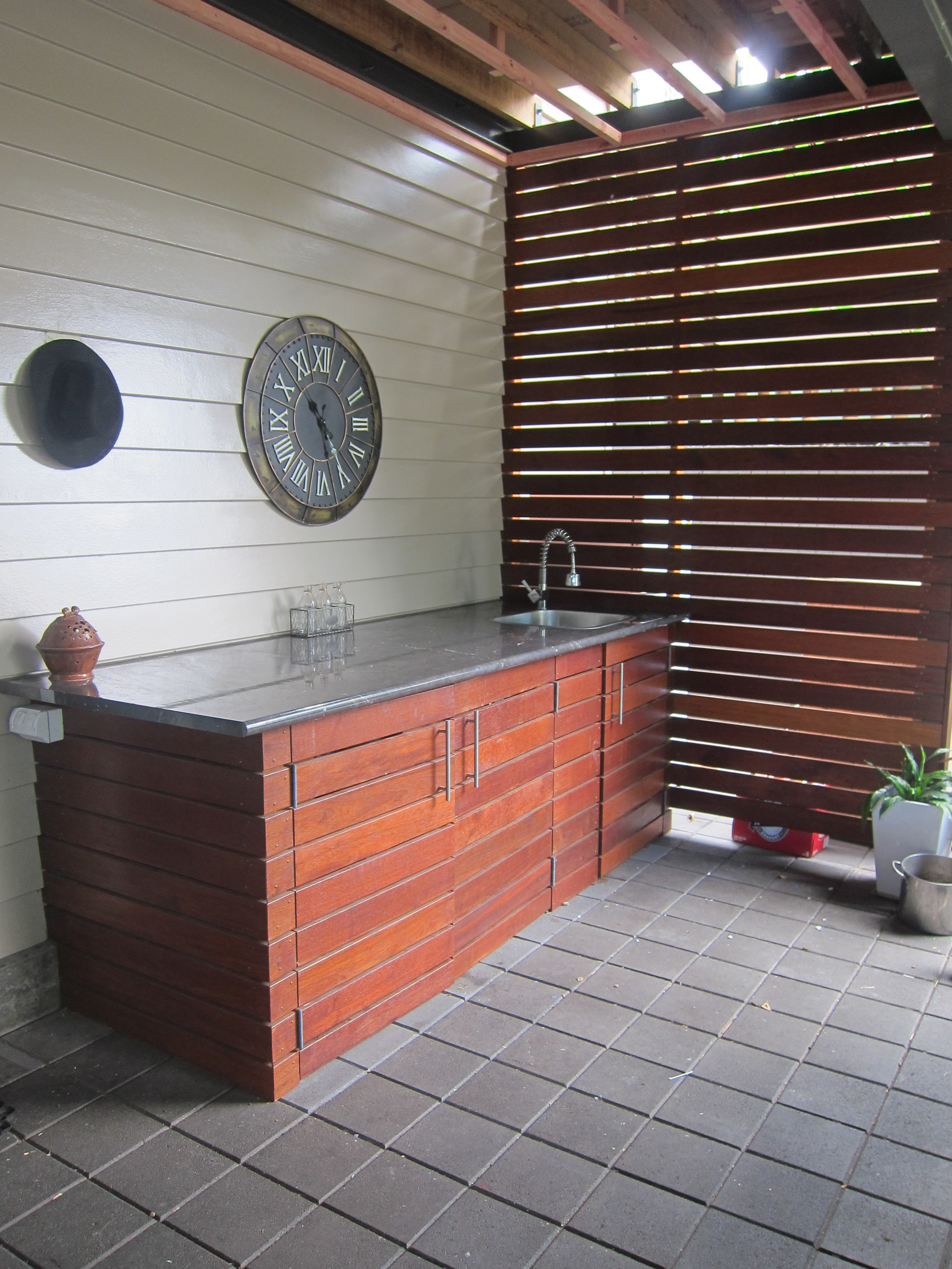 Outdoor Laundry/Servery