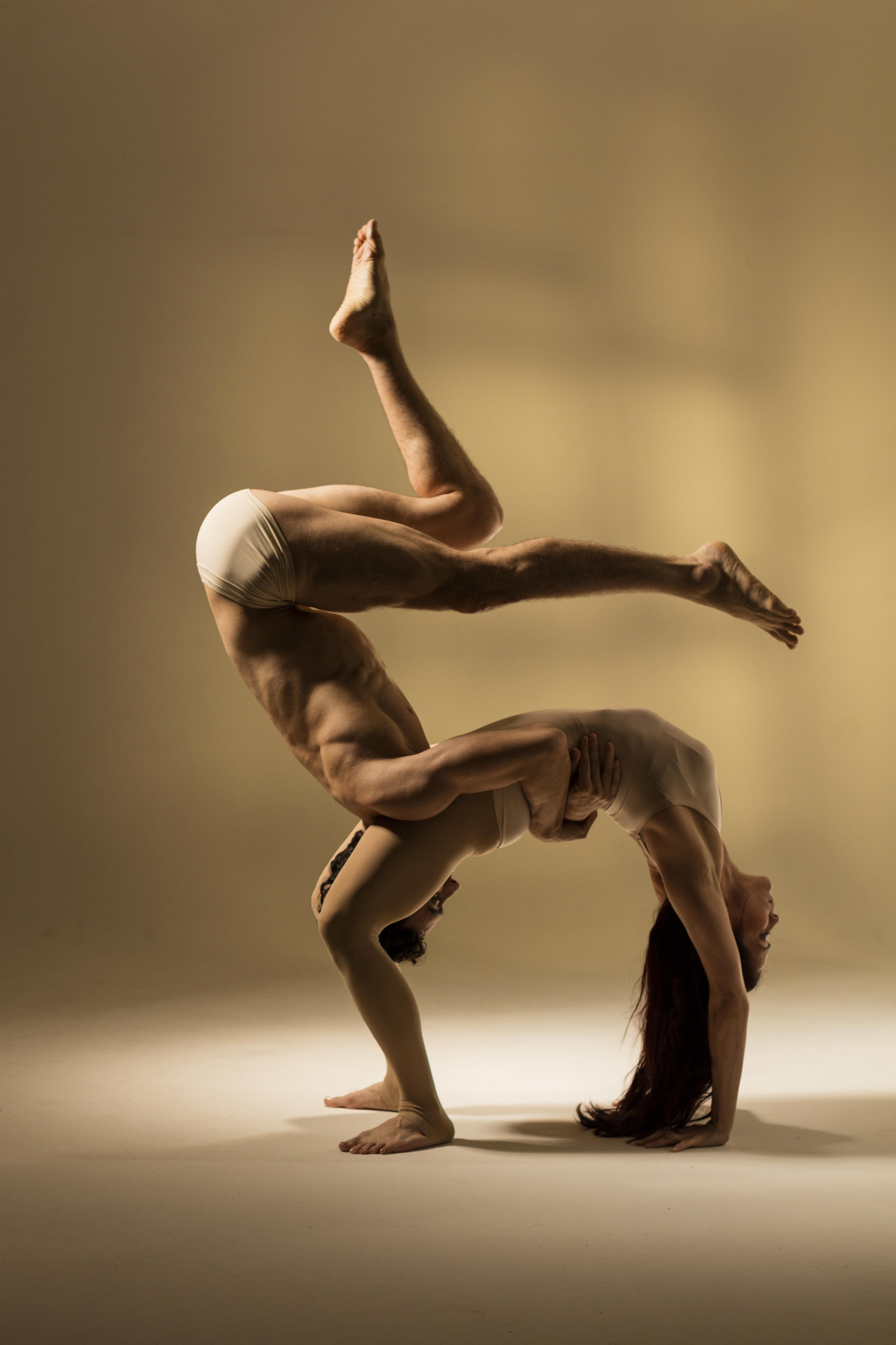 Acrobatic dance duo