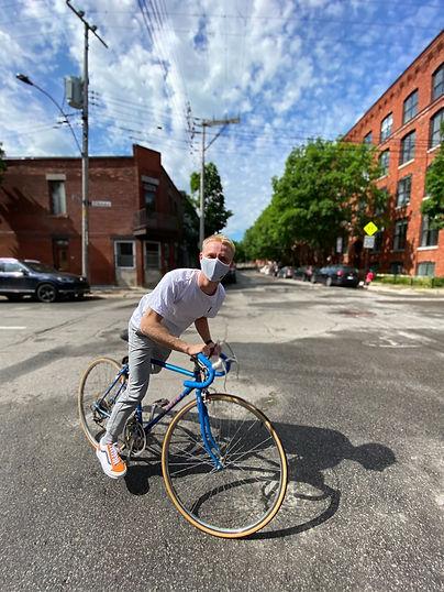 Masque homme québecois protection sport transport en commun Montréal Québec Canada Rayé Vélo Mont-Royal COVID19