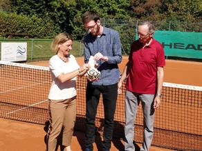 Kaffeeklatsch für den guten Zweck: Tennisclub Zorneding spendet 835 € aus Kuchenverkäufen