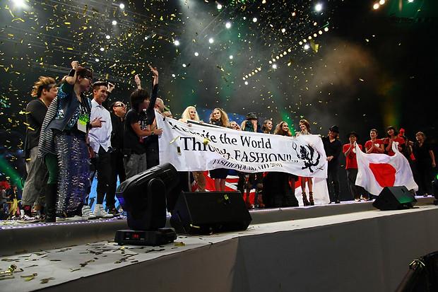 World-Runway-Singapore-2011-2-Closing-00