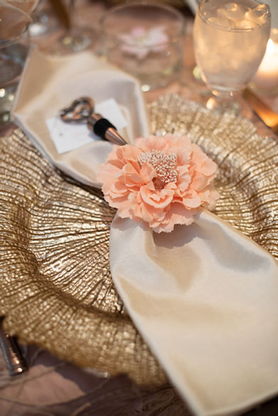 Golden charger with napkin and peony clip