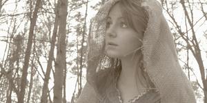 Lena Bledsoe as Jolee