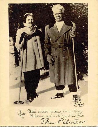 Skiing_long-coat_color.jpg
