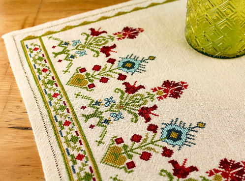 Evanthia table runner pattern download