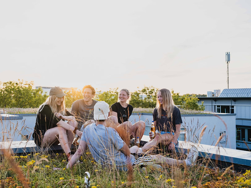 friends on a rooftop, sustainable fashion by cølú