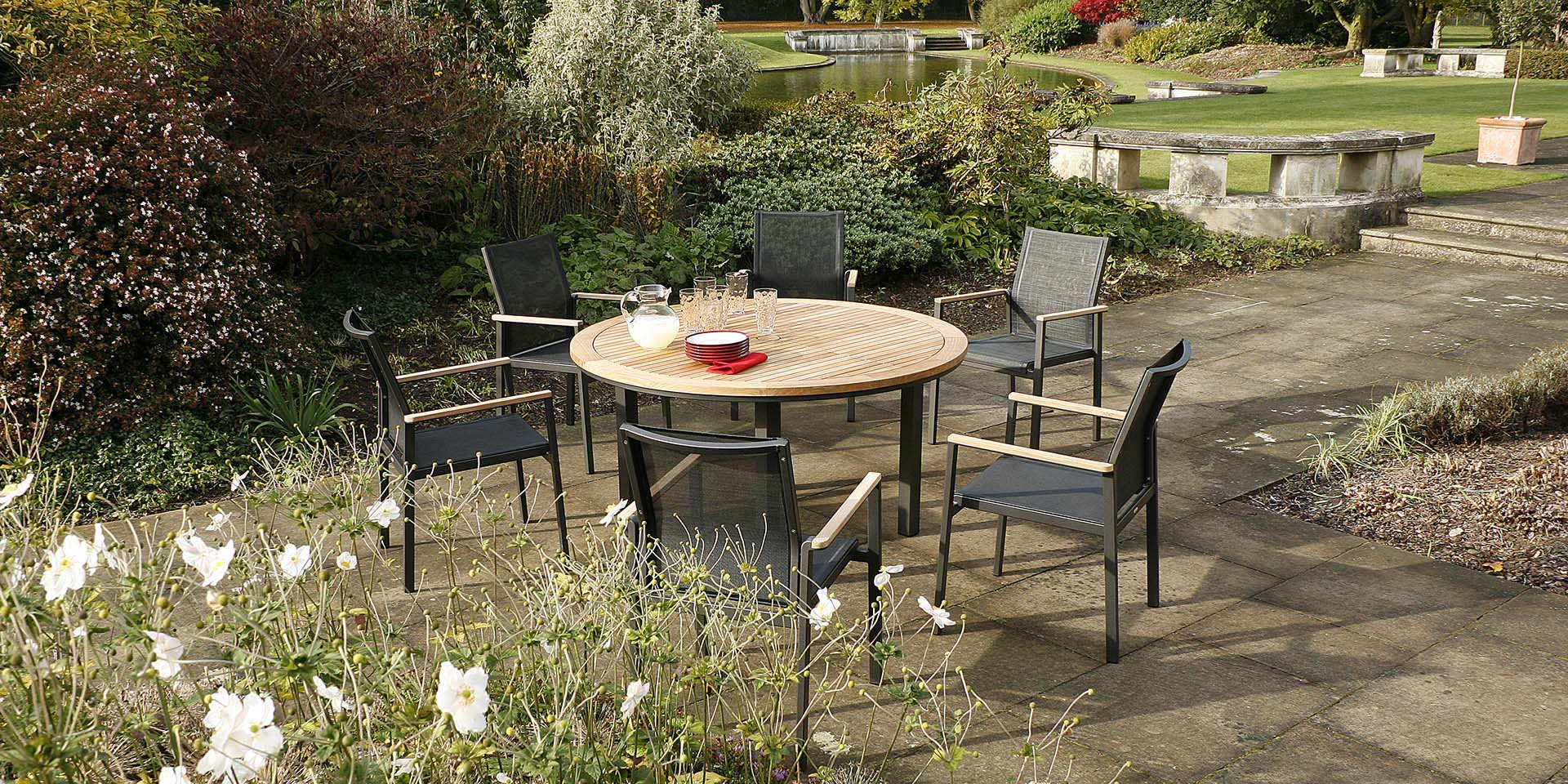Barlow Tyrie Aura Round Dining Set