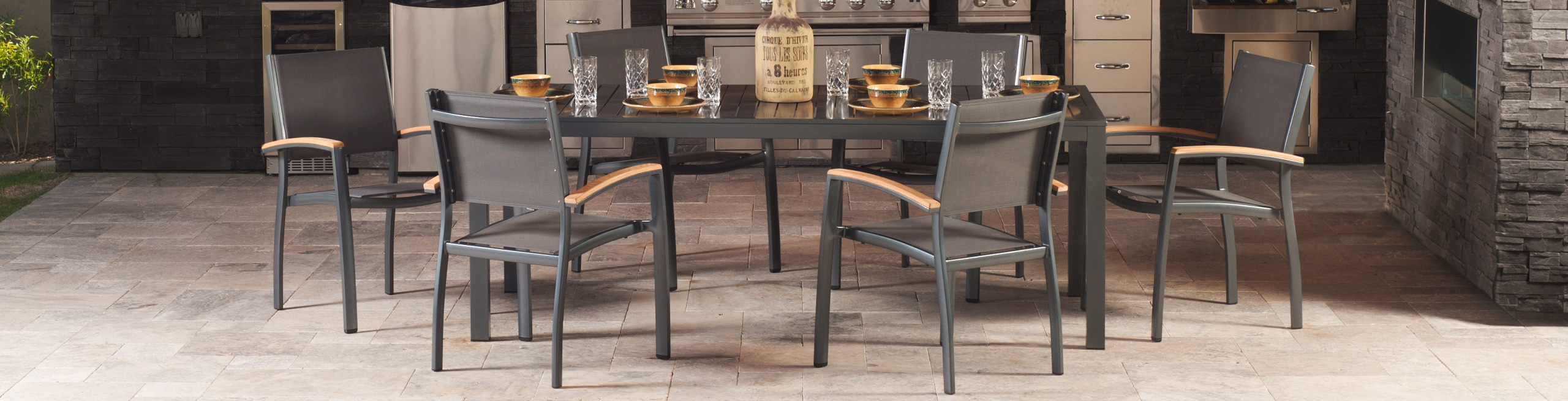 Lloyd Flanders Compass Dining Set