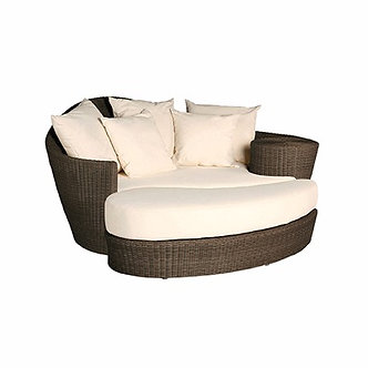Dune Wicker Daybed with Throw Pilows