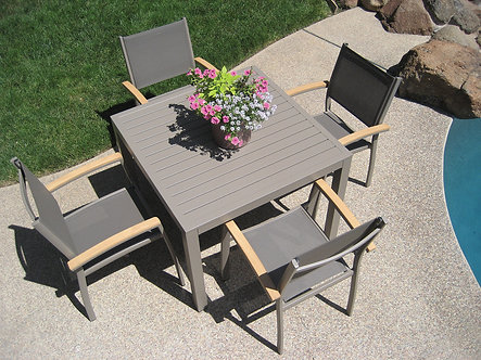 Kompass Dining Set