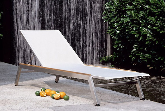Barlow-Tyrie Equinox Chaise on location