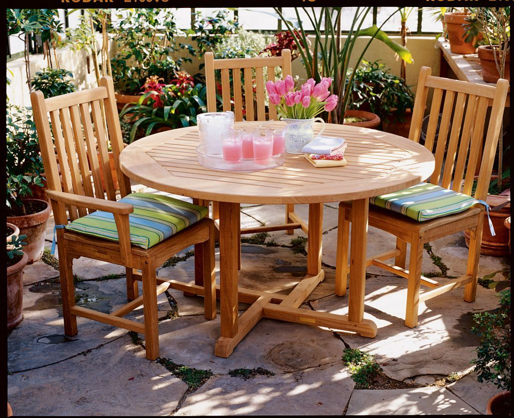 Kingsley-Bate-Classic-Dining-Arm-and-Side-Chairs-Shown-with-Essex-42-Round-Dining-Table-1024x832