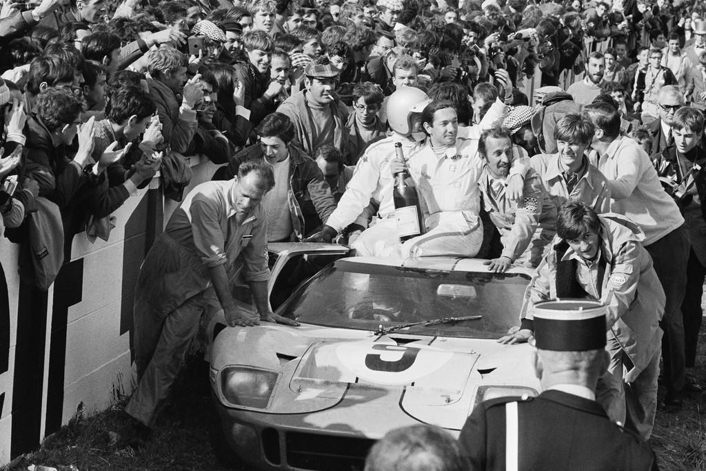 038 - GT40 et Champagne.jpg