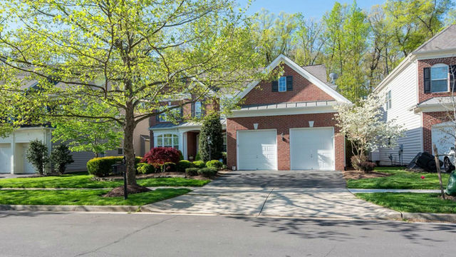 Just Listed in Lansdowne!