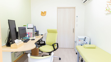 よこすか内科小児科はるこレディースクリニック 診察室1