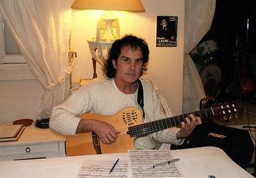 Claude rend Hommage à la chanson française