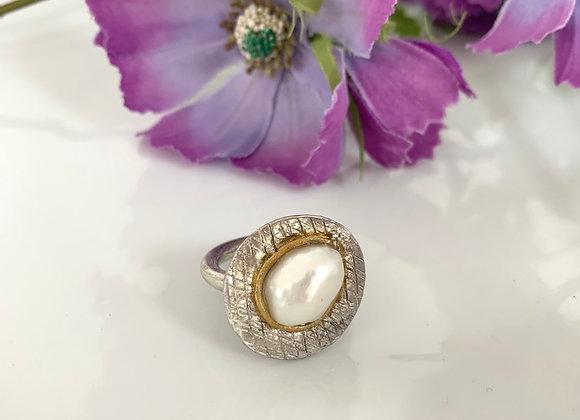 Anello perla barocca texture