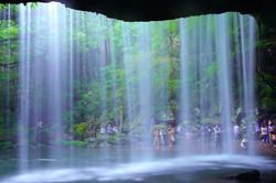 鍋ヶ滝(裏側から)