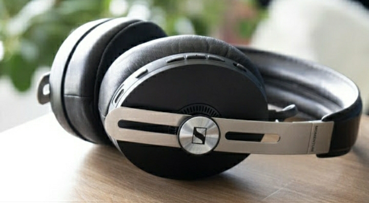 Auto Pause/Play functionality- The Sennheiser Momentum Wireless 3 Review